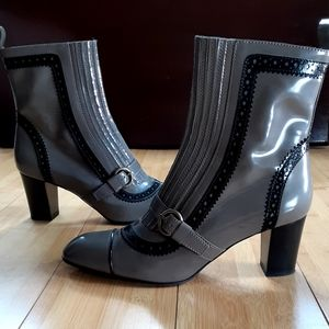 Tod's stunning womans ankle high designer boot.